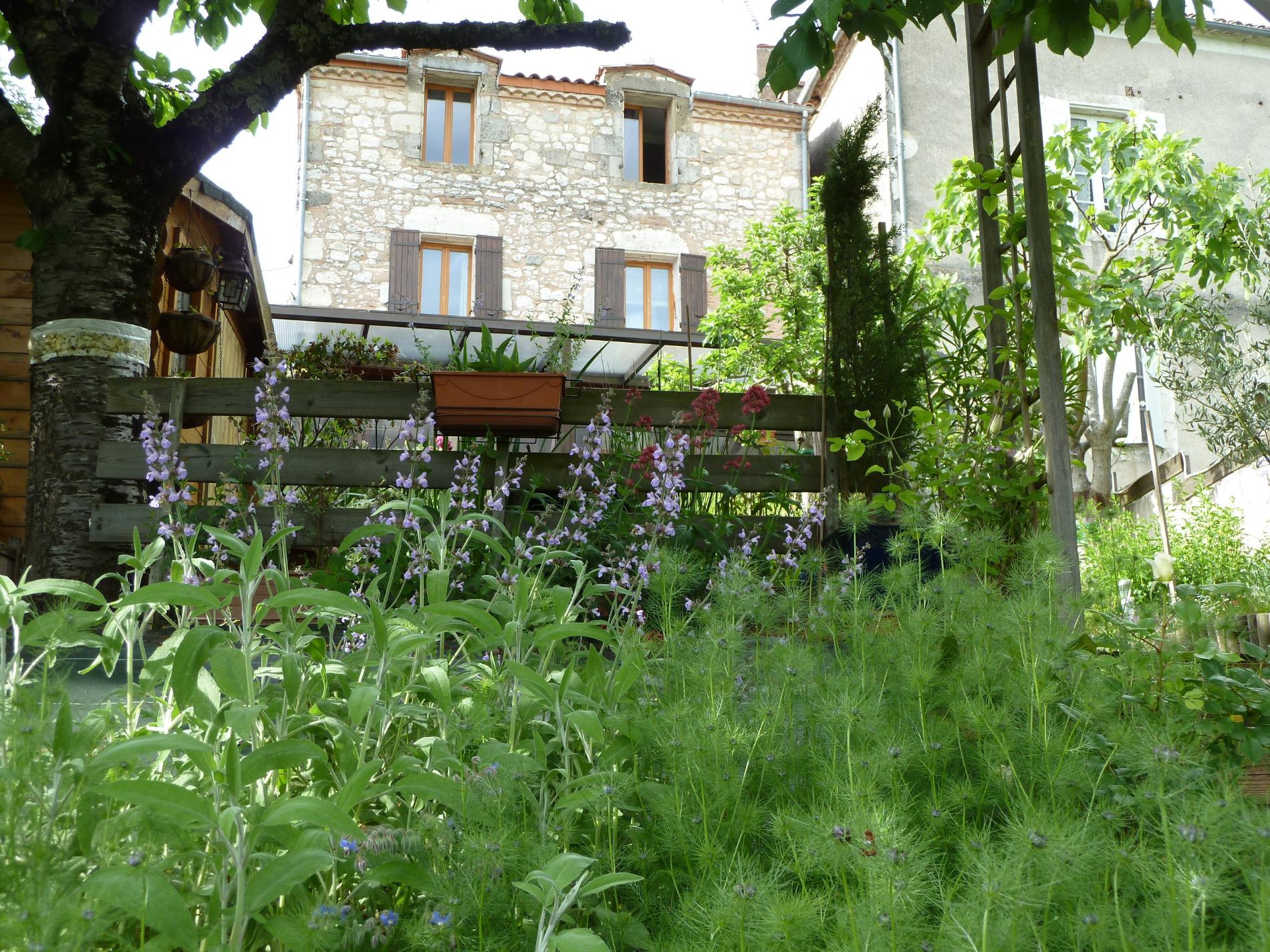 Vente maison de bastide avec jardin et vue panoramique - Vue de jardin ...